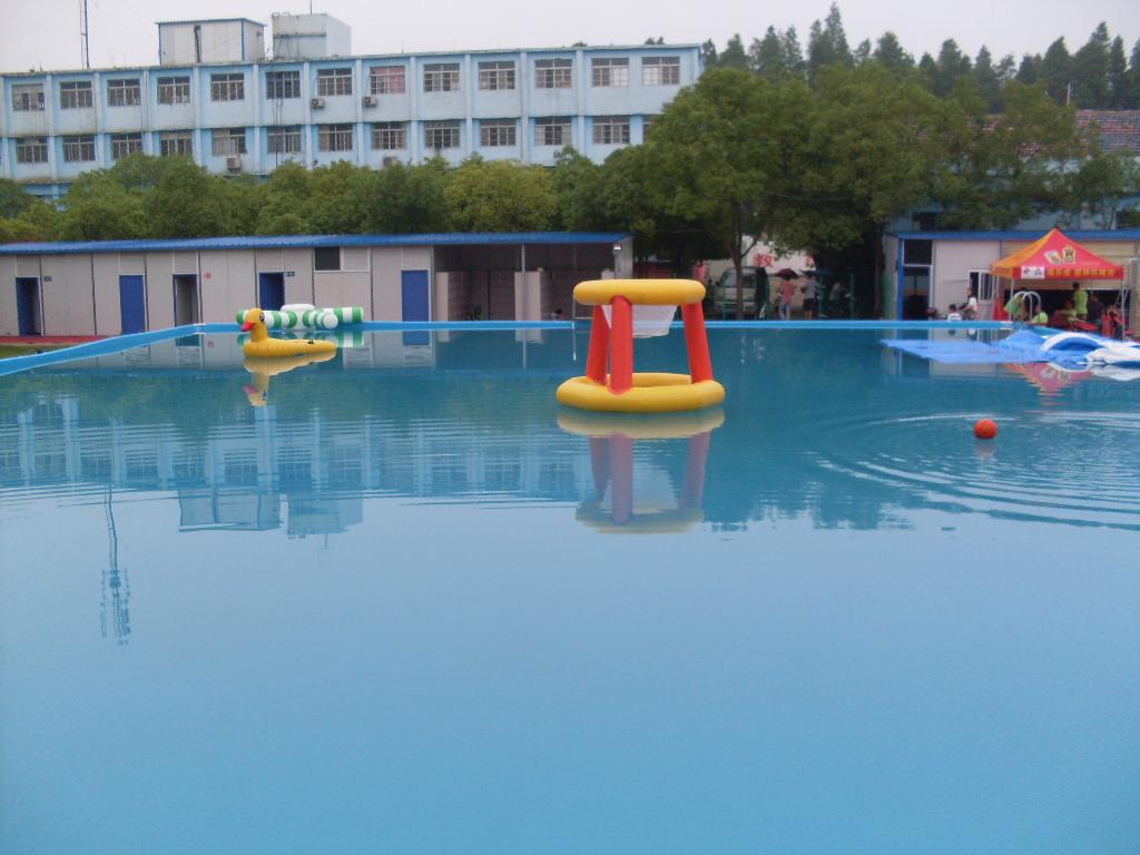 泳池水处理的图片