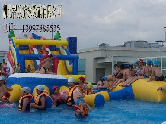 成功的移动水上乐园的图片
