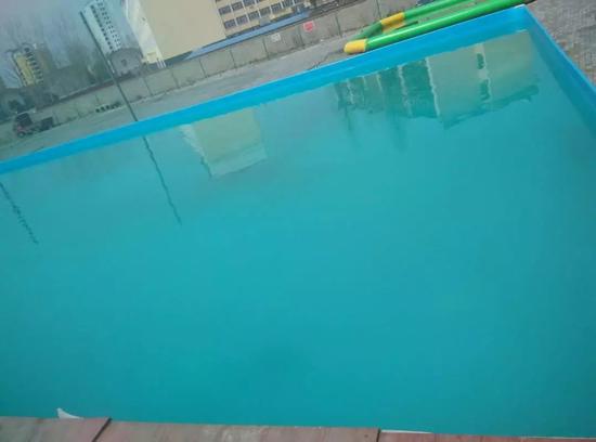 泳池水处理的照片
